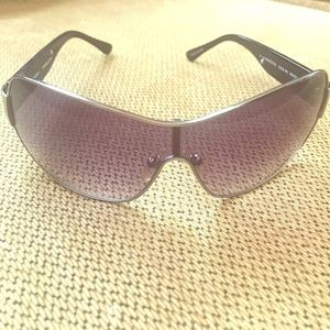 Accessories - 🌻🌻💯JUICY COUTURE SUNGLASSES EUC WITH CASE💯🌻🌻